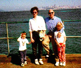 Family with San Francisco skyline